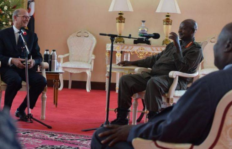 Presidente de Uganda se moviliza para abolir los exámenes en sábado