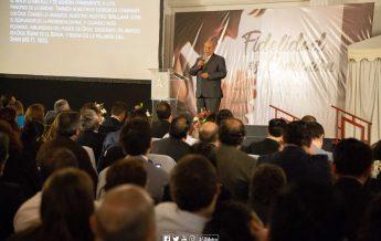 Pastor Bullón exponiendo en encuentro de mayordomía