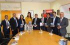 """Alcaldesa de Antofagasta recibe libro misionero """"El poder de la Esperanza"""""""