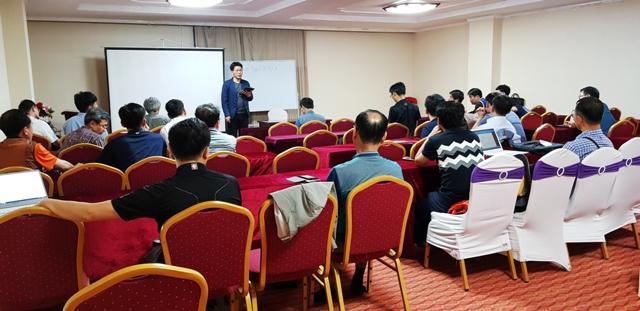Participantes en uno de los dias de reuniones