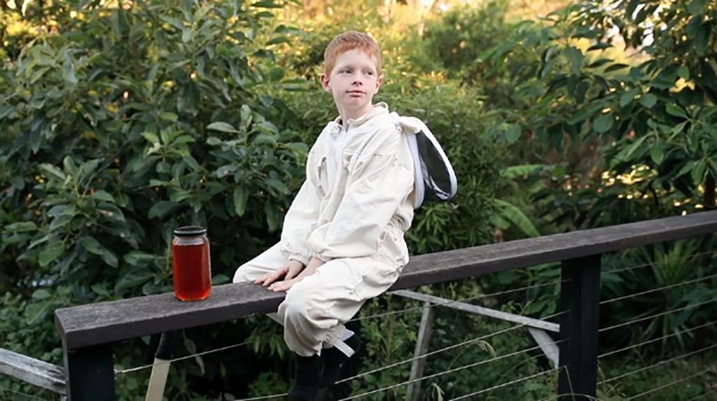 Finn desea ayudar personas a crear abejas (Foto: Adventist Record)