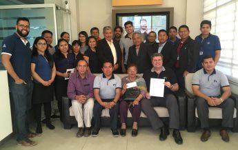 Personal de Nuevo Tiempo Bolivia y administración de la UB luego de la compra del canal
