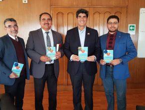 Entrega del libro misionero a Gobernador de Iquique