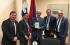 Presidente de Uruguay recibe ejemplar del libro Esperanza para la familia