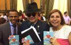 Concejales de Guayaquil-Ecuador reciben libro misionero