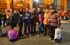Voluntarios de Ayuda Urbana asisten a personas en situación de calle