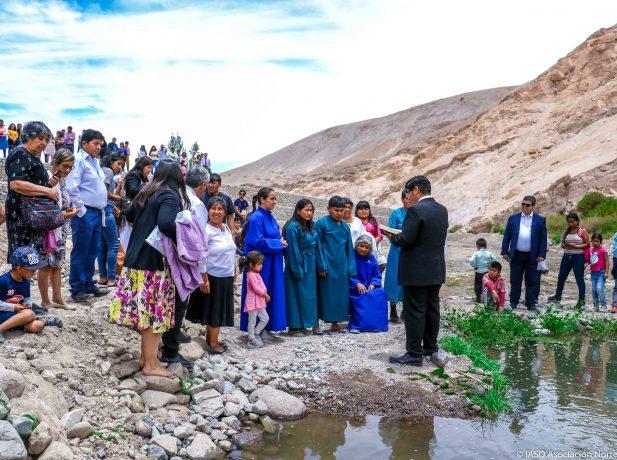 Cinco personas entregaron su vida a Cristo en el río Camiña.