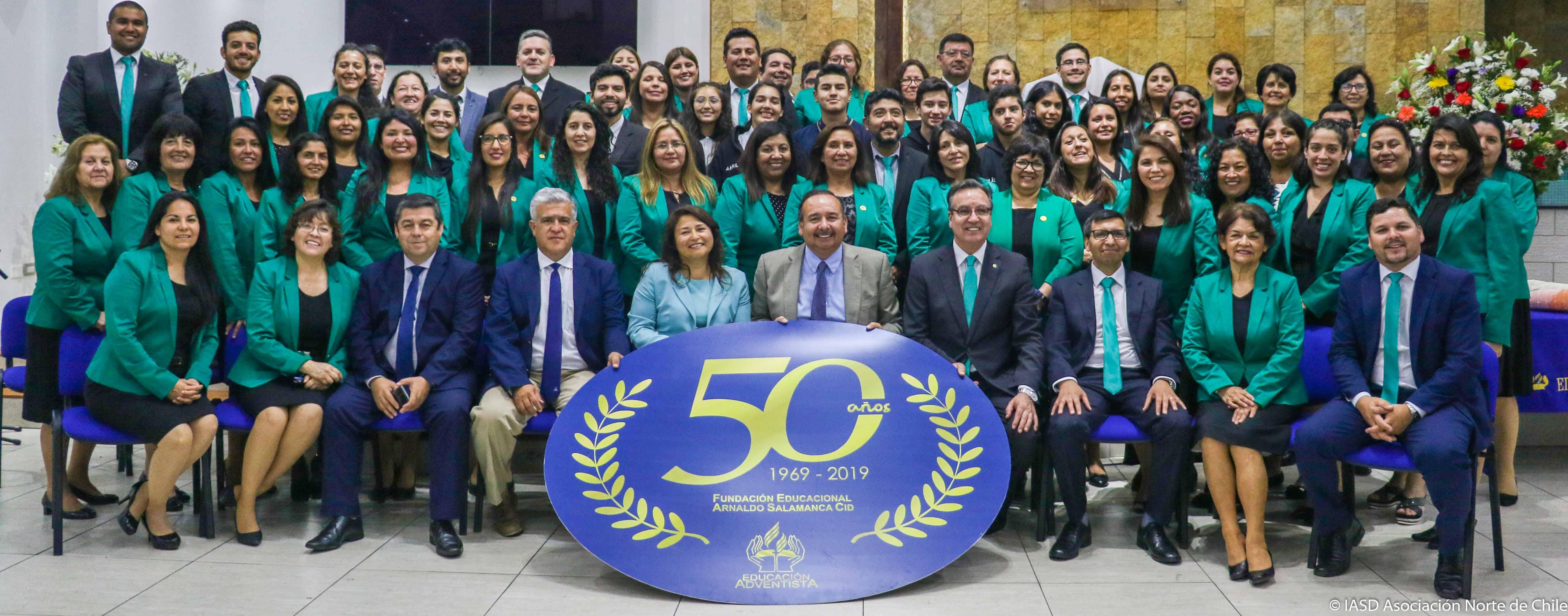 Equipo docente y asistente del aula del Colegio Adventista de Antofagasta.