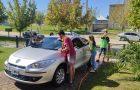 Lavaron más de cuarenta autos en un día a cambio de alimentos no perecederos