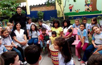 Índios recebem atenção e carinho de alunos da escola adventista.