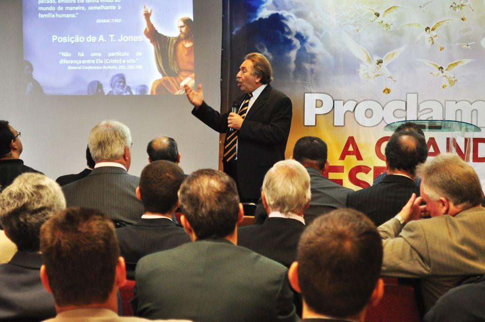 Pr. Amin Rodor, doutor em Teologia Sistemática.