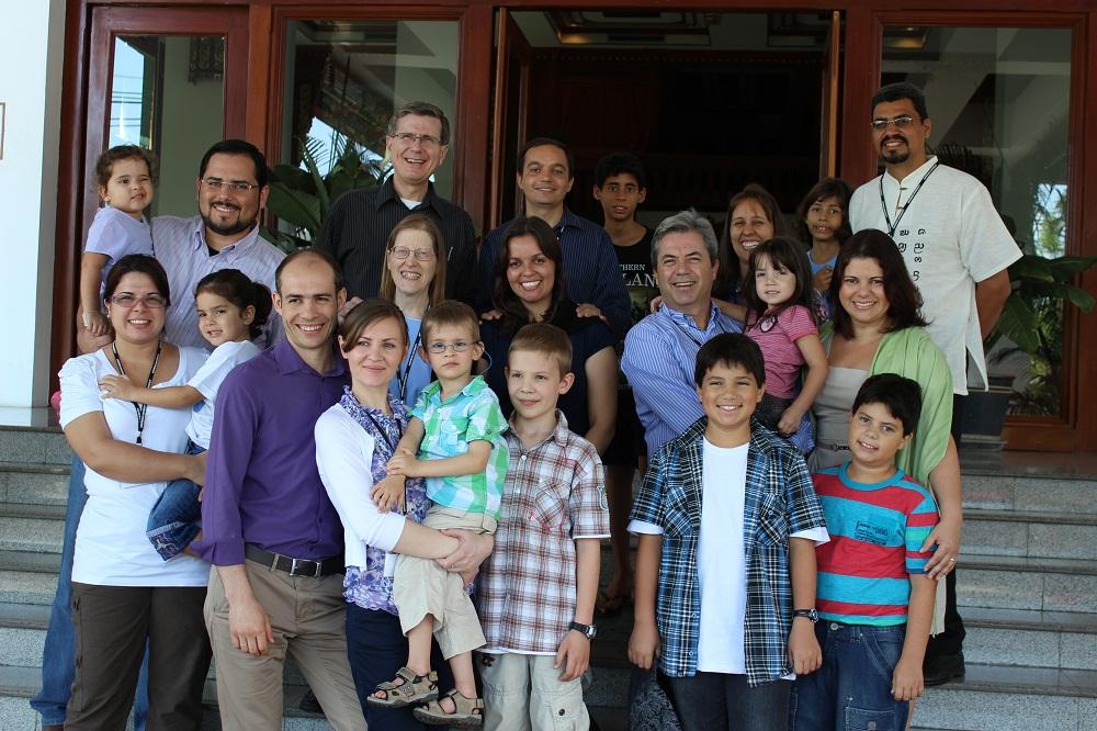 Equipe brasileira de missionários no Oriente Médio participa de treinamento na Tailândia.