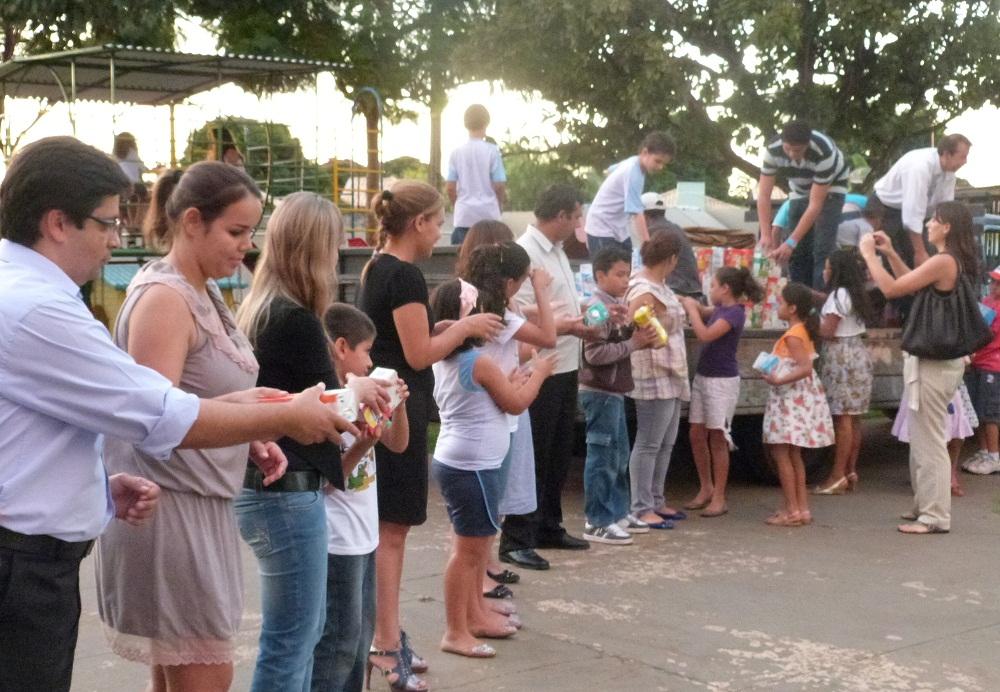 A ação solidária mobilizou alunos, pais e professores da instituição.