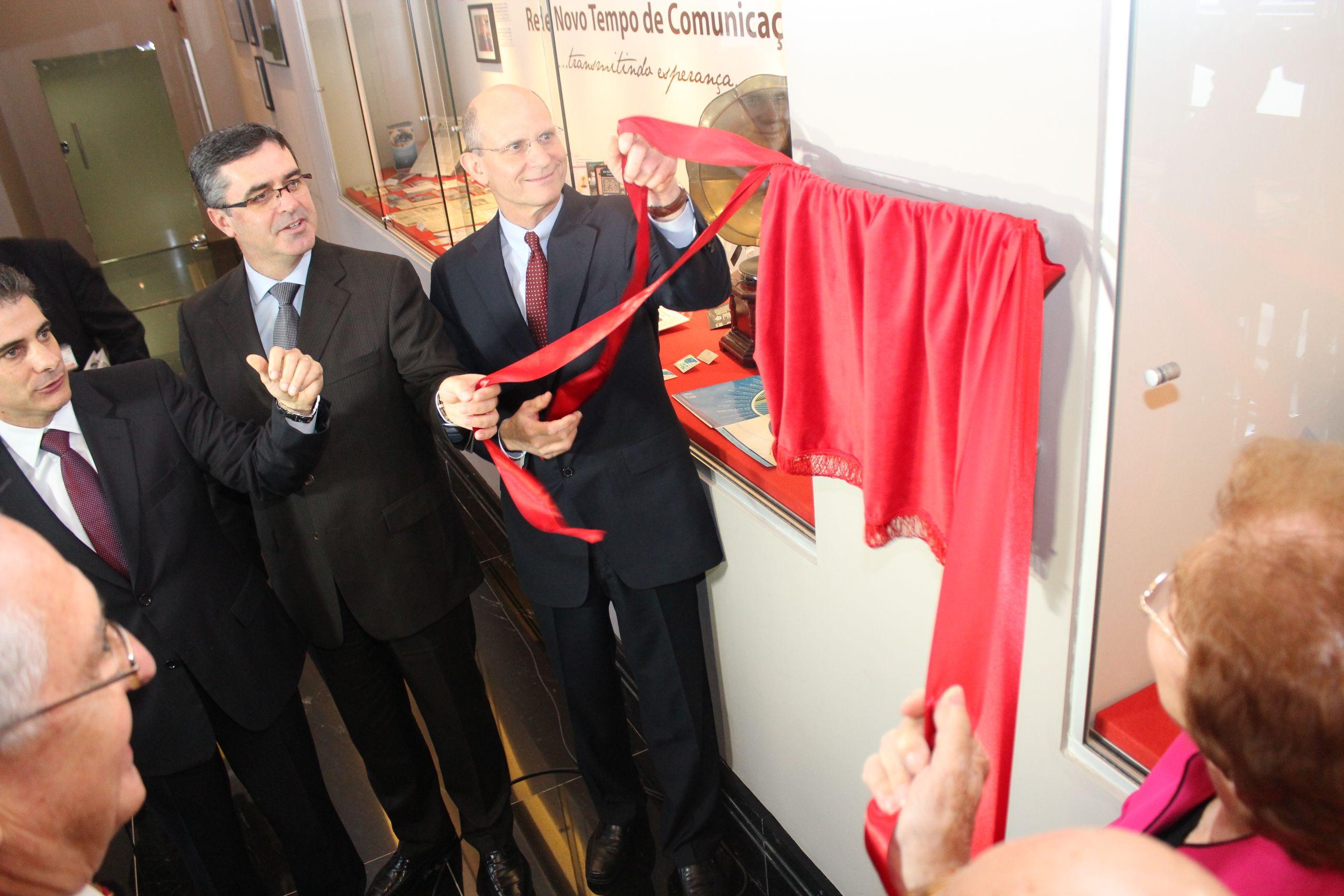 Descerramento da placa de inauguração do Museu Roberto Rabello.