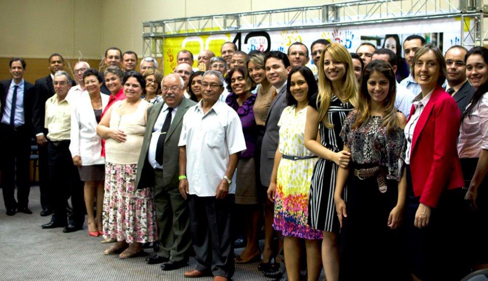 Alguns dos empreendedores reunidos após firmarem um compromisso de excelência com a Igreja. Foto: Klayfe Rohden