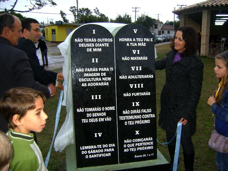 Além de Tavares, as cidades de Viamão, Taquara e Rio Grande também possuem o mesmo monumento na praça central de cada município.