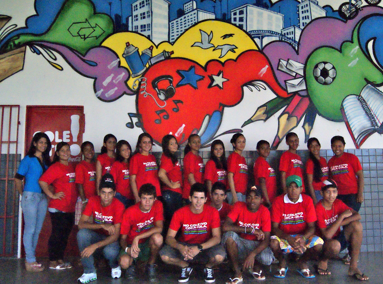 Grupo de jovens e adolescentes do Projeto Coletivo Coca Cola, umas da muitas parcerias do IMAC