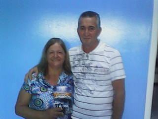 Eles aceitaram o convite para participar das programações da igreja por causa do livro missionário de 2012.
