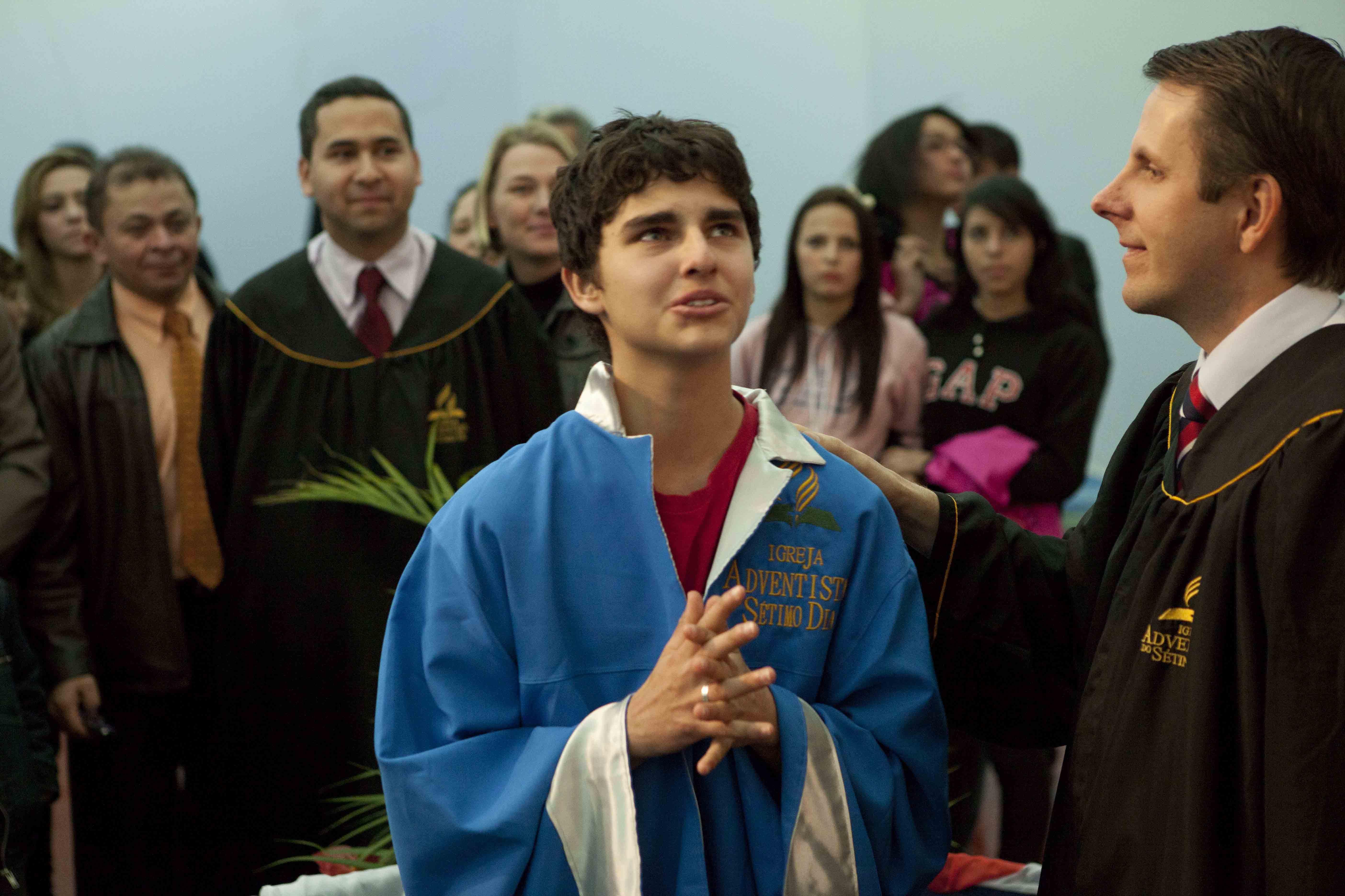 Evangelismo e voluntariado durante as férias levam jovens ao batismo no Paraná.