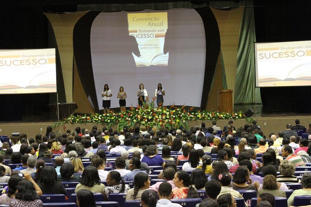 Mais de mil professores de Escola Sabatina participam de convenção em Salvador.
