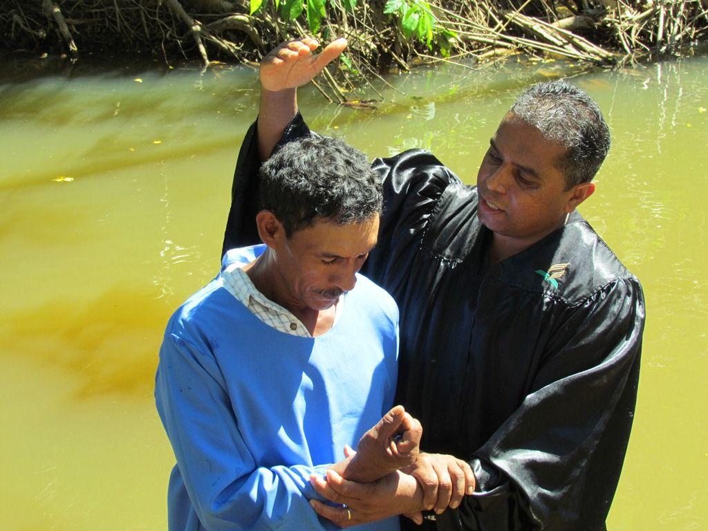 Mais de mil pessoas são batizadas no Acre após evangelismo.