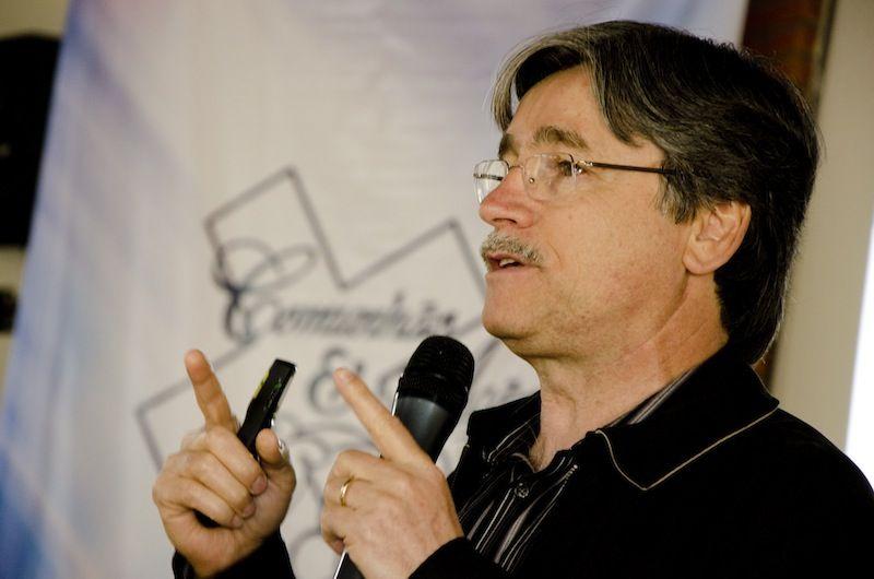 O pastor e jornalista Siloé João de Almeida.
