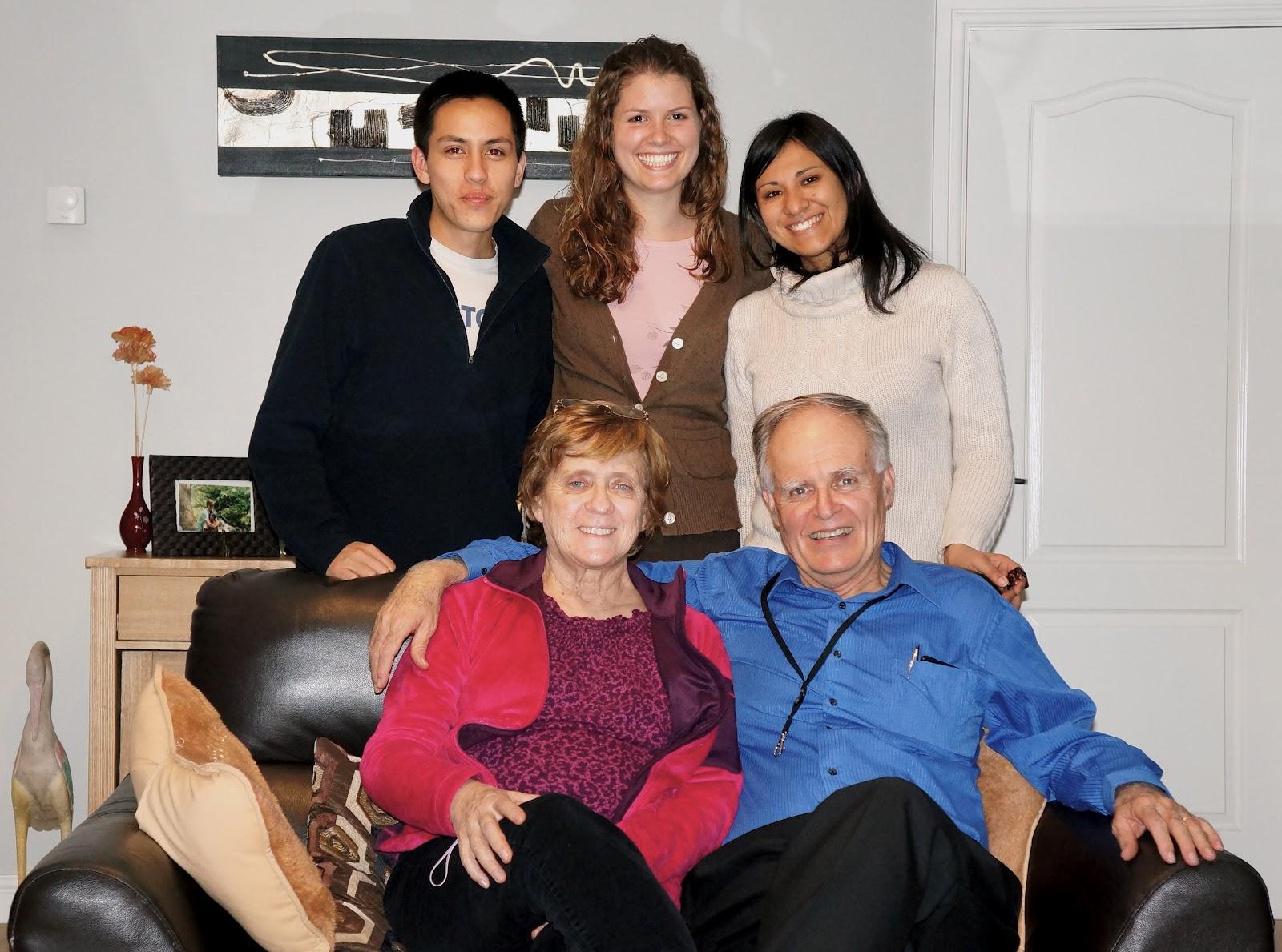 Voluntários fazem amizade com população e levam mensagem bíblica