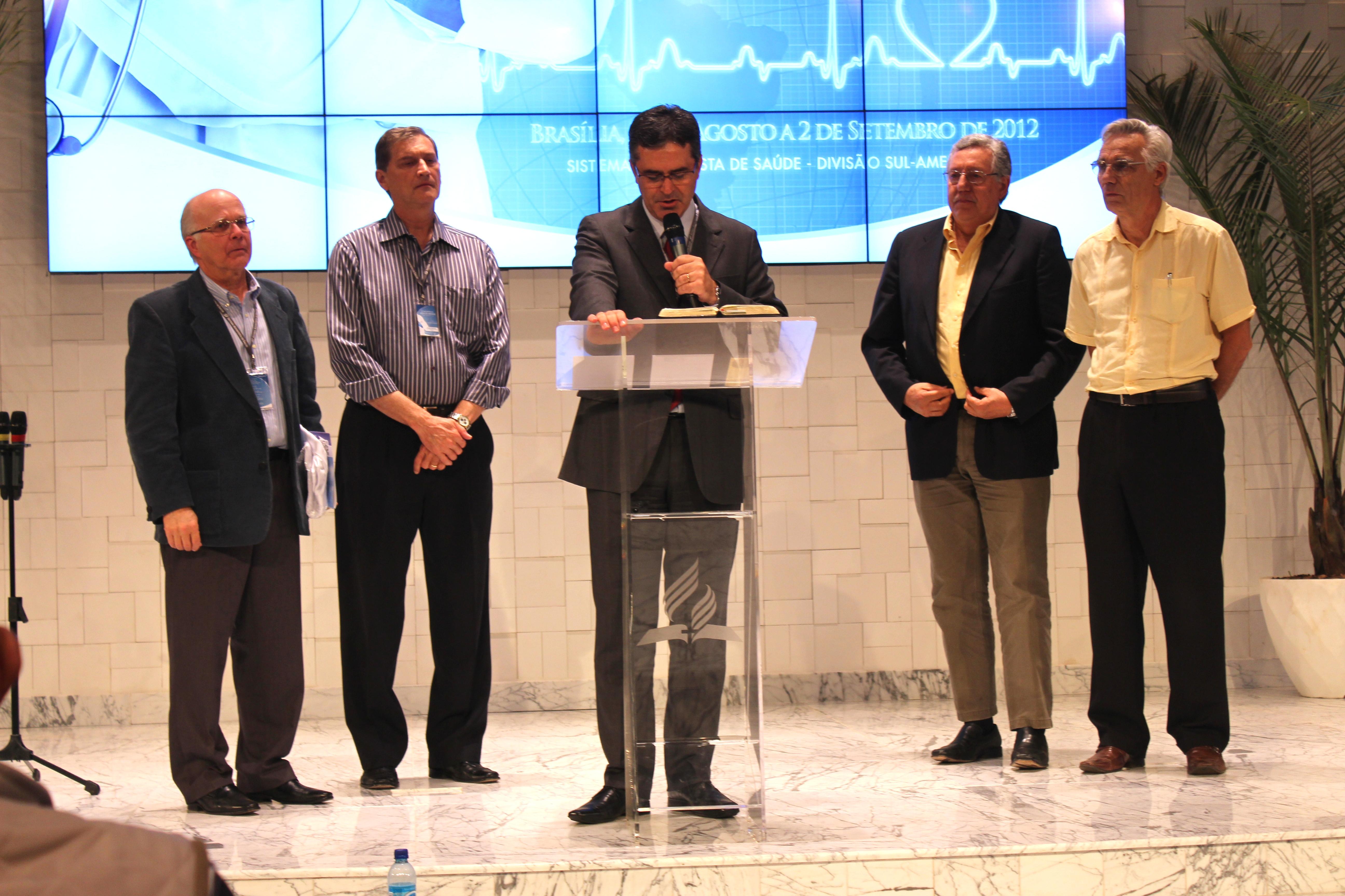 Homenagem a quatro médicos que dedicaram longos anos de trabalho à saúde adventista
