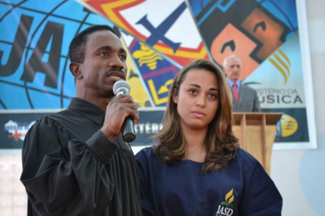 Sete pessoas foram batizadas no evento e várias atenderam aos apelos proporcionados pelo pastor José Maria.