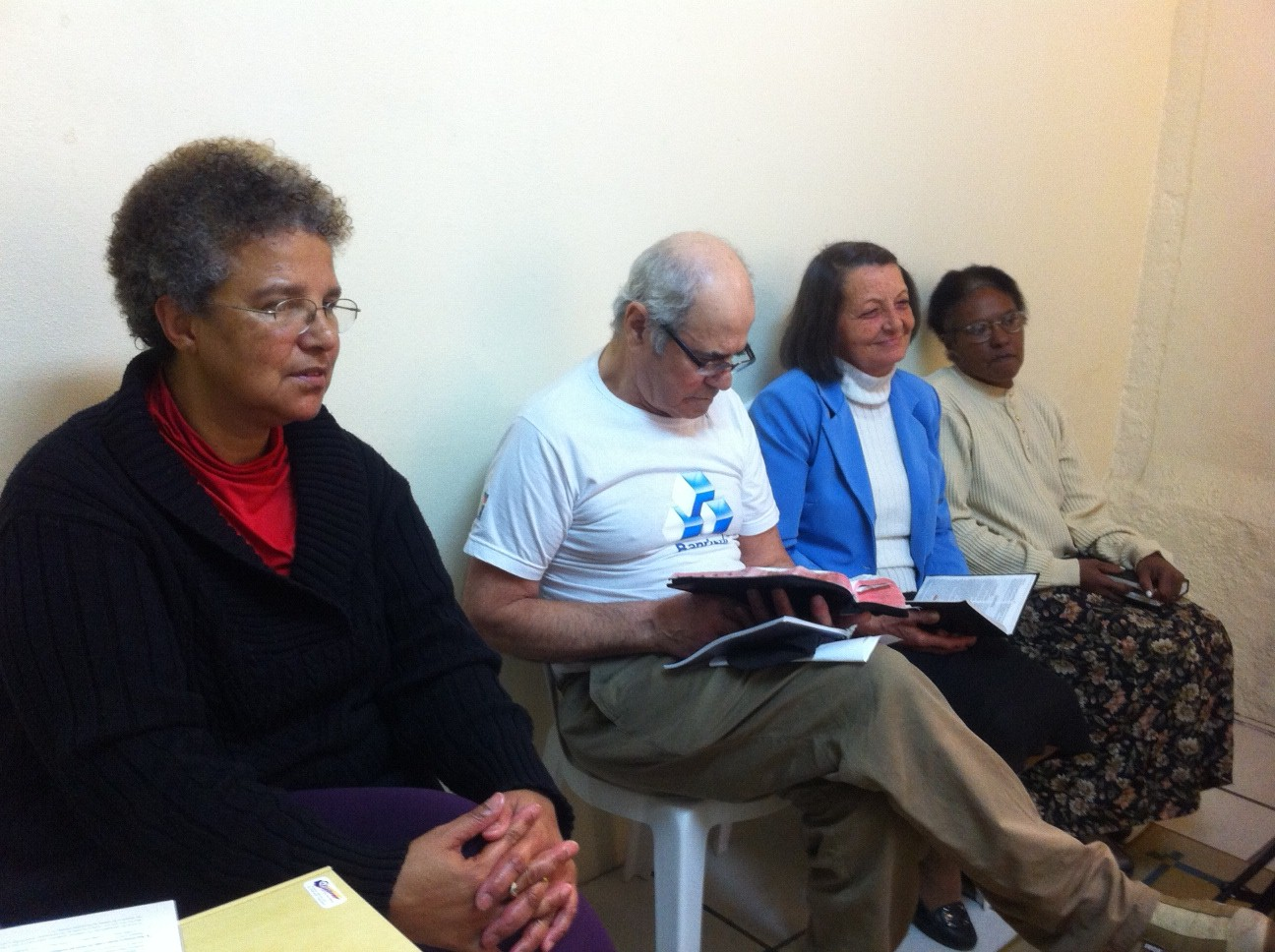 Devido ao numero de interessados por estudos da Bíblia que chegam até a igreja central de Pelotas através da TV Novo Tempo, foi necessário a criação de duas classes para estudos bíblicos semanais.