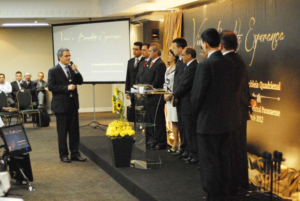 Pr. Marlinton (presidente da sede regional sul-brasileira) apresenta os nomeados