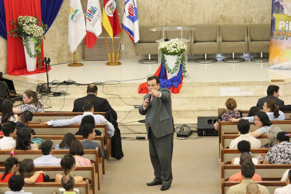 Pessoas presentes foram desafiadas a serem missionárias e acreditarem na função evangelística das reuniões em grupo
