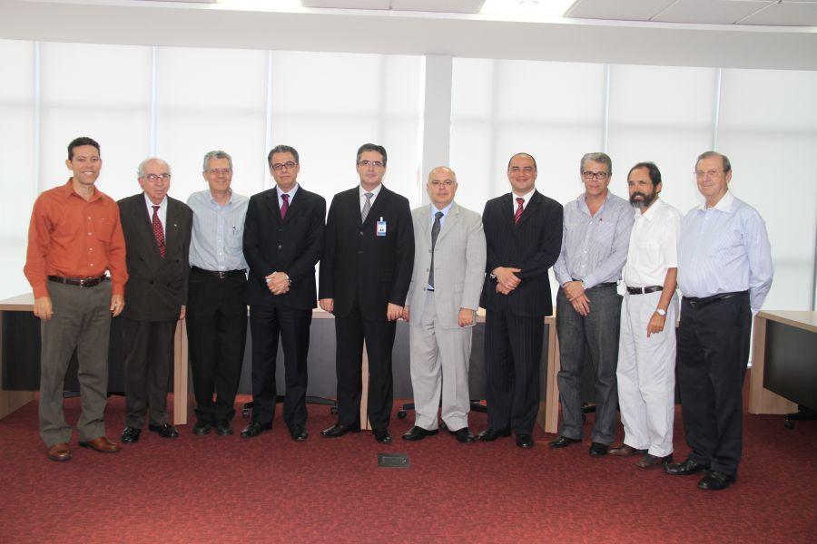 Líderes criacionistas e administradores adventistas em foto oficial e histórica