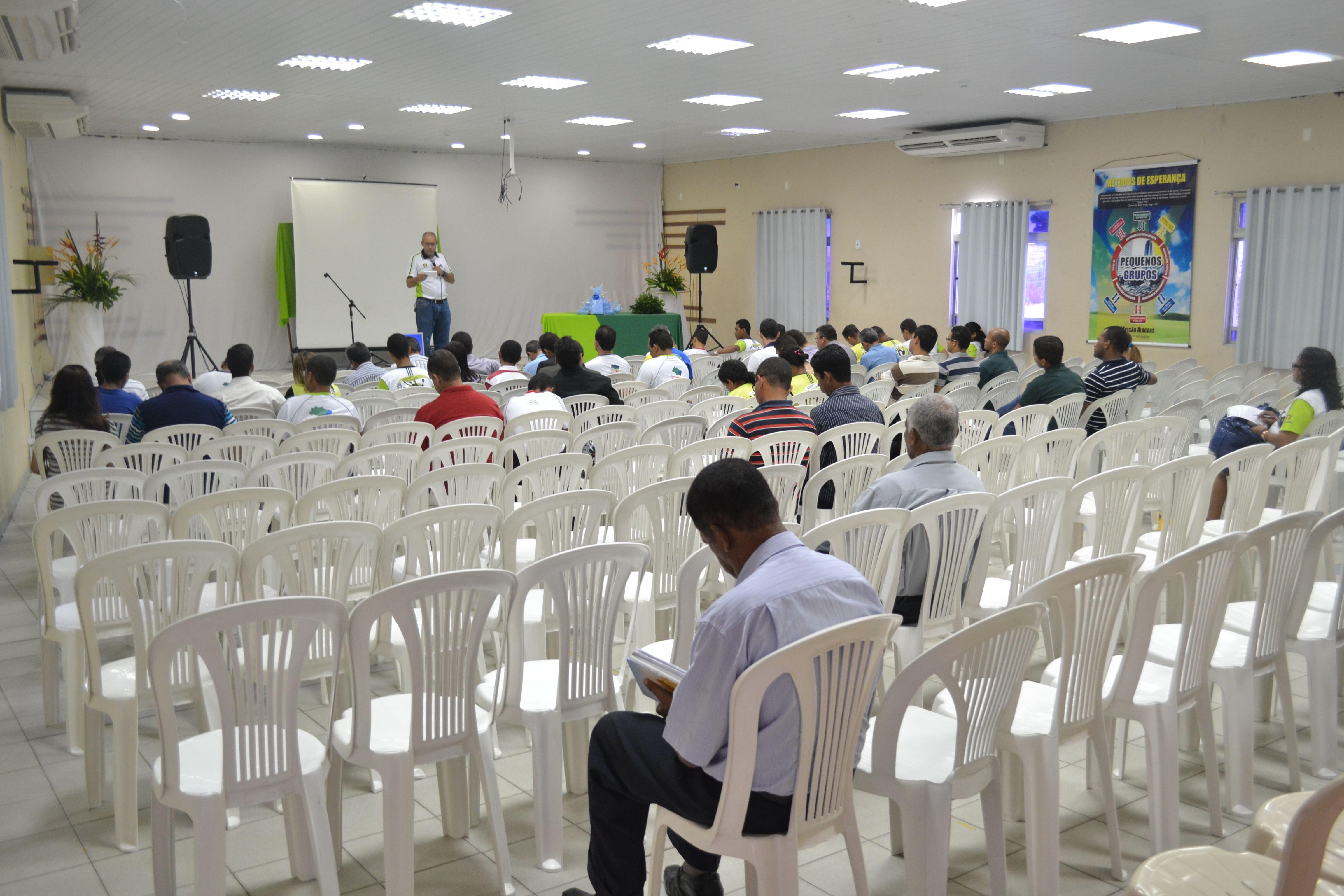Mais de 50 voluntários estão envolvidos com evangelismo.