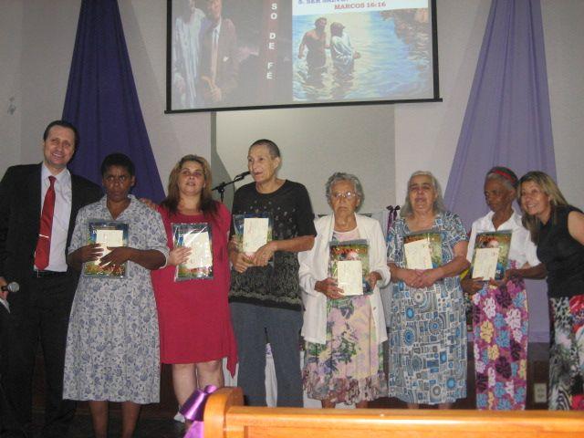Pequeno Grupo em lar de idosos leva a batismos.