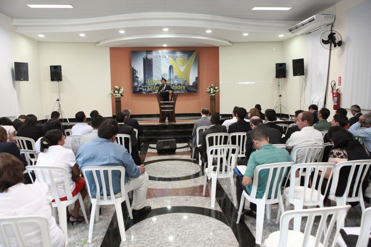 Mais de 180 pessoas participam do evento.