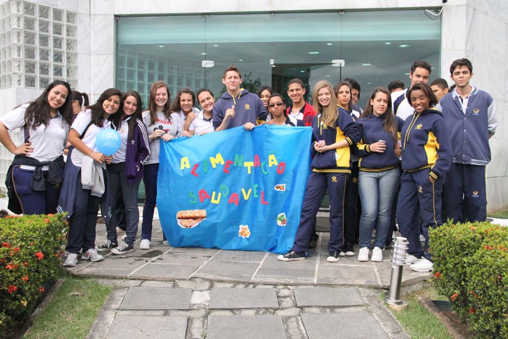 Alunos do CACG durante visita à sede da Associação Rio Sul