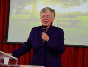 Bárbara Taylor fala sobre o programa de Evangelismo em DVD