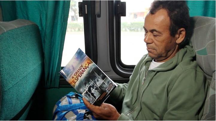 Distribuição gratuita de livros na Rodoviária de Itabuna-Ba