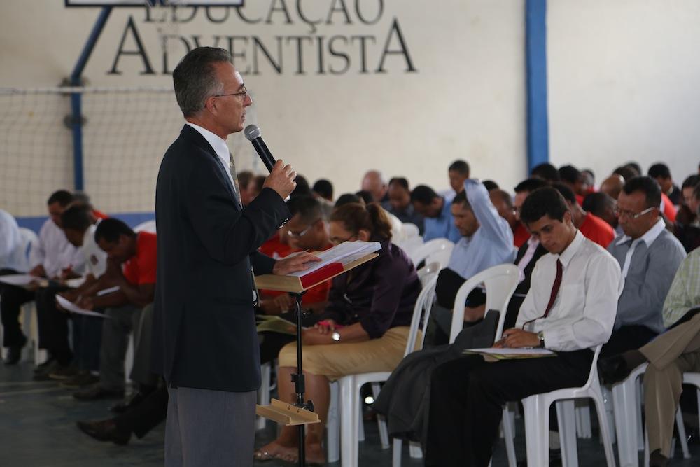 O Presidente da MBS, pastor Jairo Torres, passou orientação para os líderes.