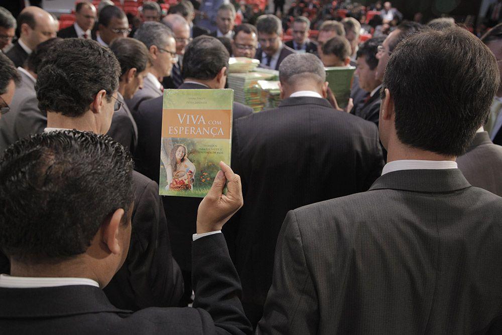 Oração de dedicação do livro foi proferida pelo presidente da Igreja Adventista para América do Sul, pastor Erton Köhler.