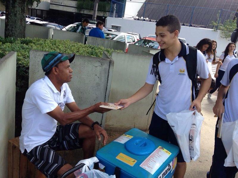 No Espírito Santo, jovens marcaram presença nas ações de distribuição do livro