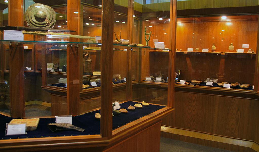 O acervo do museu contém cerca de 2 mil peças de achados arqueológicos dos tempos bíblicos