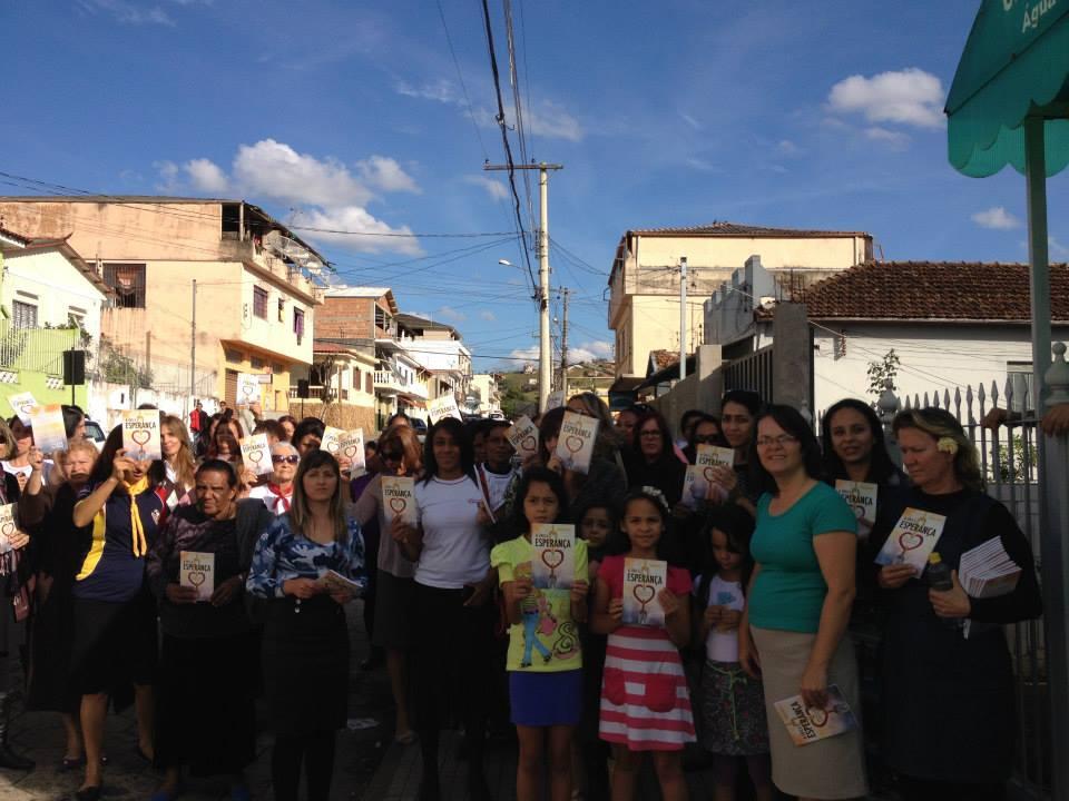 As mulheres também estiveram envolvidas no Impacto Esperança, projeto da Igreja Adventista que distribui gratuitamente o livro 'A Única Esperança' nas cidades.