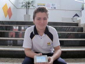 Issacar Brunow, de 15 anos, criou uma rede social e aplicativo