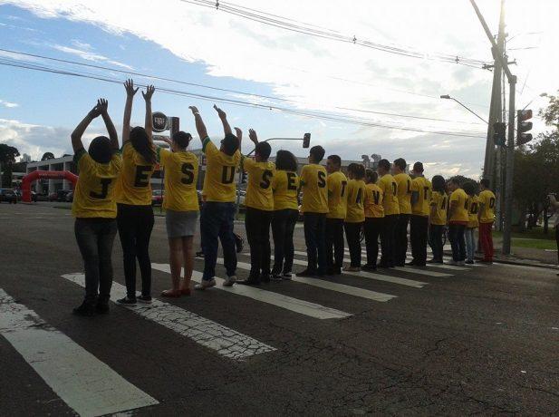 Jovens-adventistas-aproveitam-Copa-do-Mundo-para-impactar-cidade-de-Curitiba3