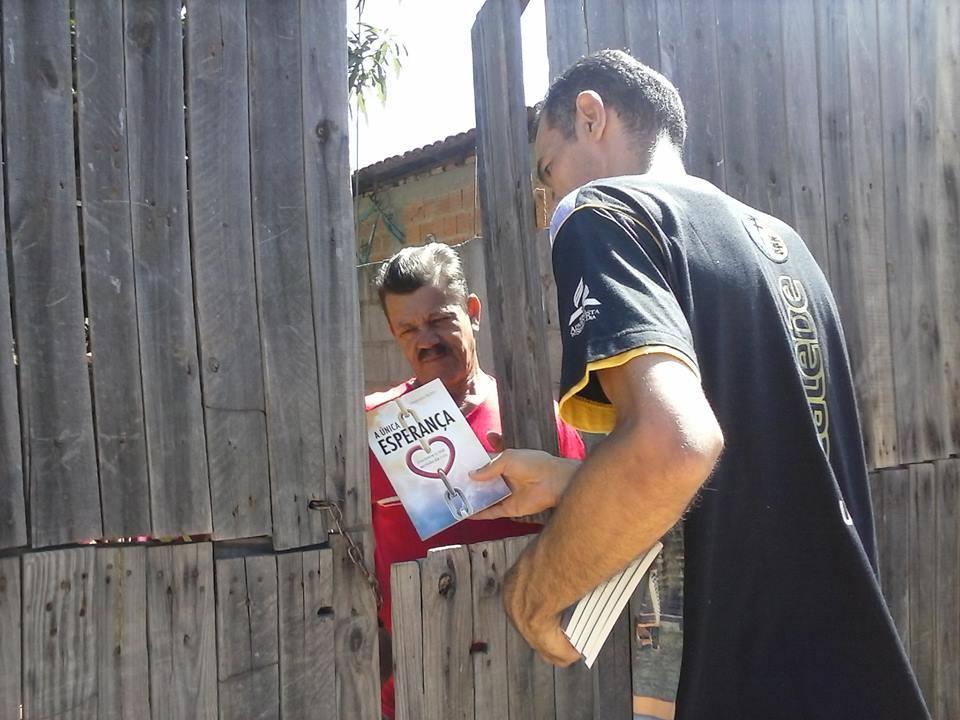 Entrega de livro no norte de Minas Gerais