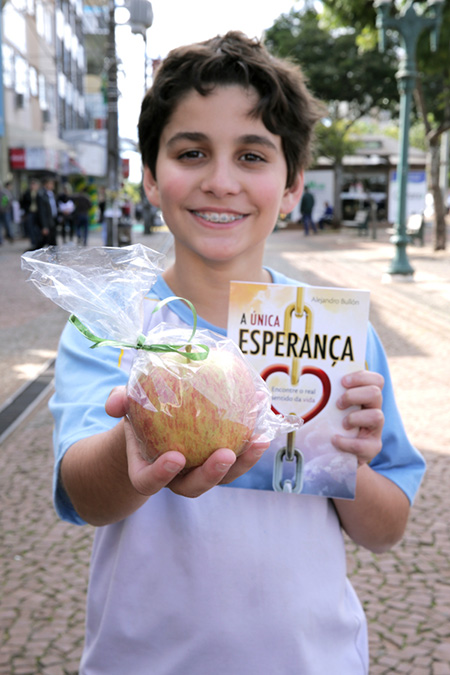 Voluntarios-adventistas-entregam-1-milhao-de-livros-no-Sul-do-Brasil2