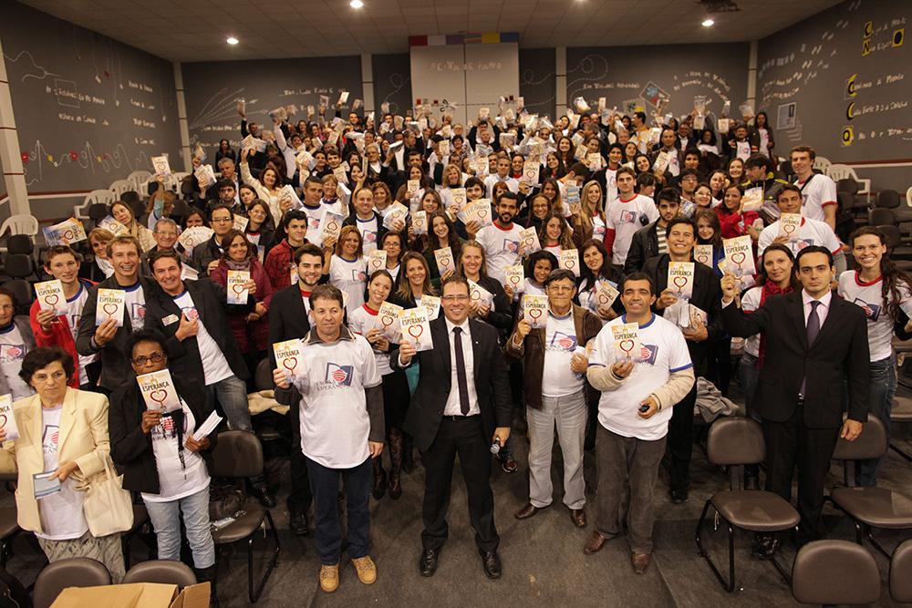 Voluntarios-adventistas-entregam-1-milhao-de-livros-no-Sul-do-Brasil3