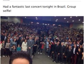 """Ao final da apresentação, cantor postou uma """"selfie"""" em uma página no facebook"""